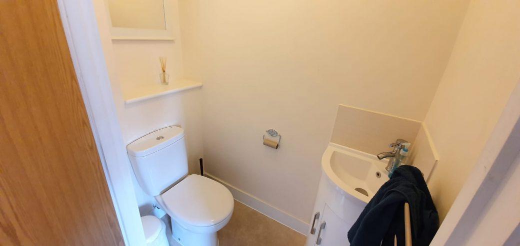 WB Lettings Ltd 4 Buttercross Walk Thatcham 2 bed 1 bath town centre (19)