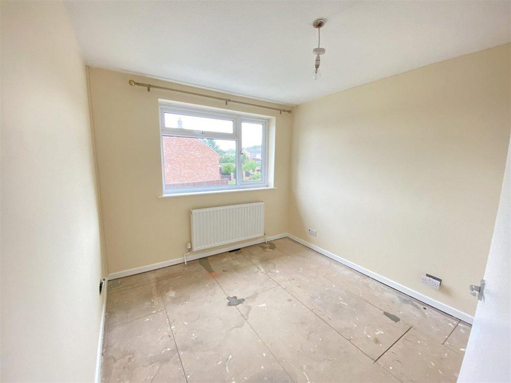 WB Lettings 20 Epsom Cr Newbury RG14 3 bed 1 bath parking garden garage (11)