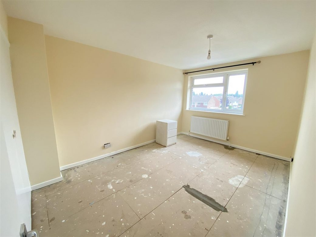 WB Lettings 20 Epsom Cr Newbury RG14 3 bed 1 bath parking garden garage (5)