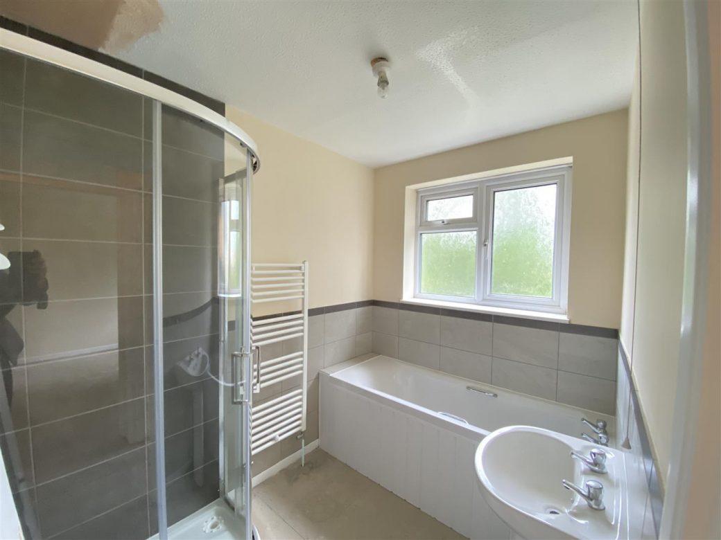 WB Lettings 20 Epsom Cr Newbury RG14 3 bed 1 bath parking garden garage (7)